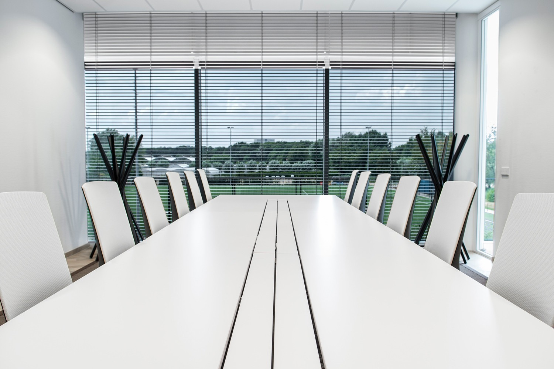 9-horizontale-jaloezieen-50-mm-Danone-Innovation-Center-Utrecht